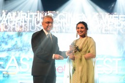 Rani Mukherjee Outstanding Award contribution to Cinema
